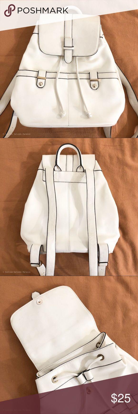 Weißer Accessorize-Rucksack aus Kunstleder Guter Zustand, Mängel in Bild …