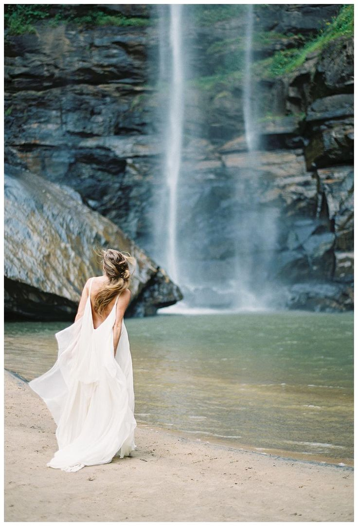 114 best Modern Simplicity images on Pinterest | The bride, Wedding ...