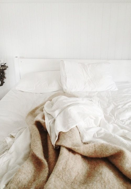 : Sunday Mornings, White Sheet, Bedrooms Design, Wool Blankets, Simple Bedrooms, White Beds, White Bedrooms, Decor Bedroom, Bedrooms Decor