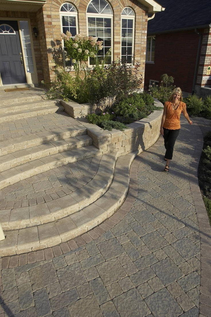 Stonehenge® Walkway and Front Entrance with Roman Pisa® Walls