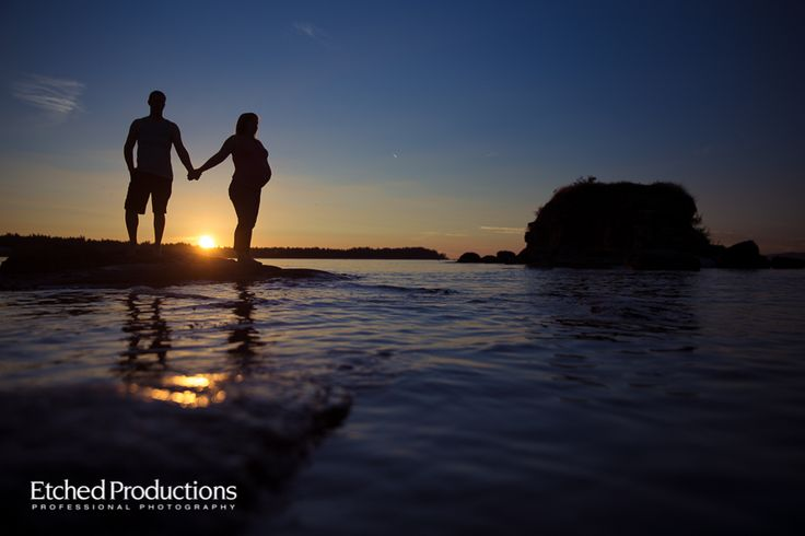 Sunset Maternity Session at Pacific Shors by Nanaimo Maternity Photographer Chuck Hocker