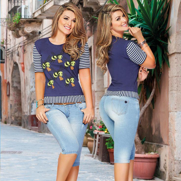 Este look de Blusa azul y Pantalón capri una excelente combinación con mucho estilo.