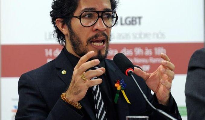 Folha Política: Para Jean Wyllys, avião da Malaysia pode ter sofrido 'ataque homofóbico'