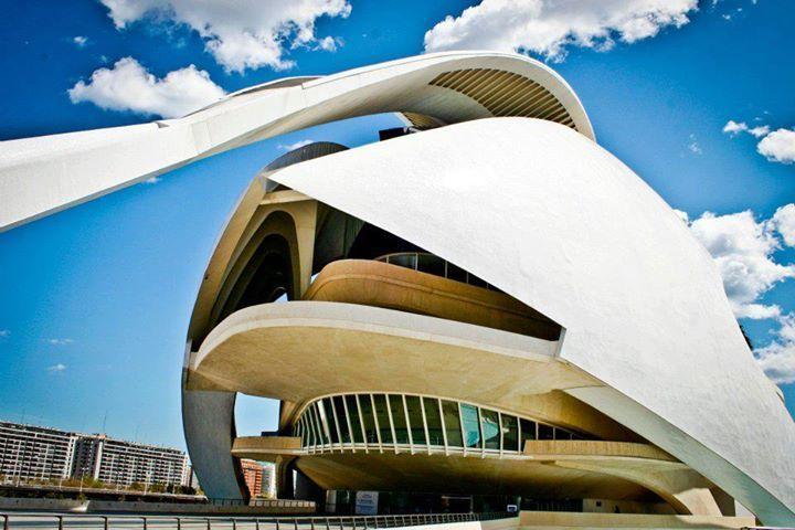 Palacio de las Artes de la #CiudadDeLasArtesYLasCiencias de #Valencia http://www.hotelesvalencia.es/zona/lugares-para-visitar/ciudad-de-las-artes-y-las-ciencias/