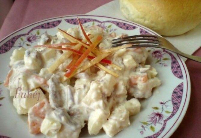 Az ünnepi hidegtálak elmaradhatatlan része a majonézes saláta - összeválogattuk a kedvenceinket, hogy kedvetekre szemezgessetek.