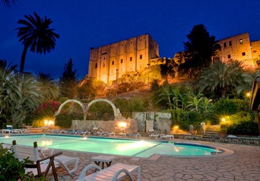 A csodálatos Kyrenia, azaz Girne település Észak-Cipruson