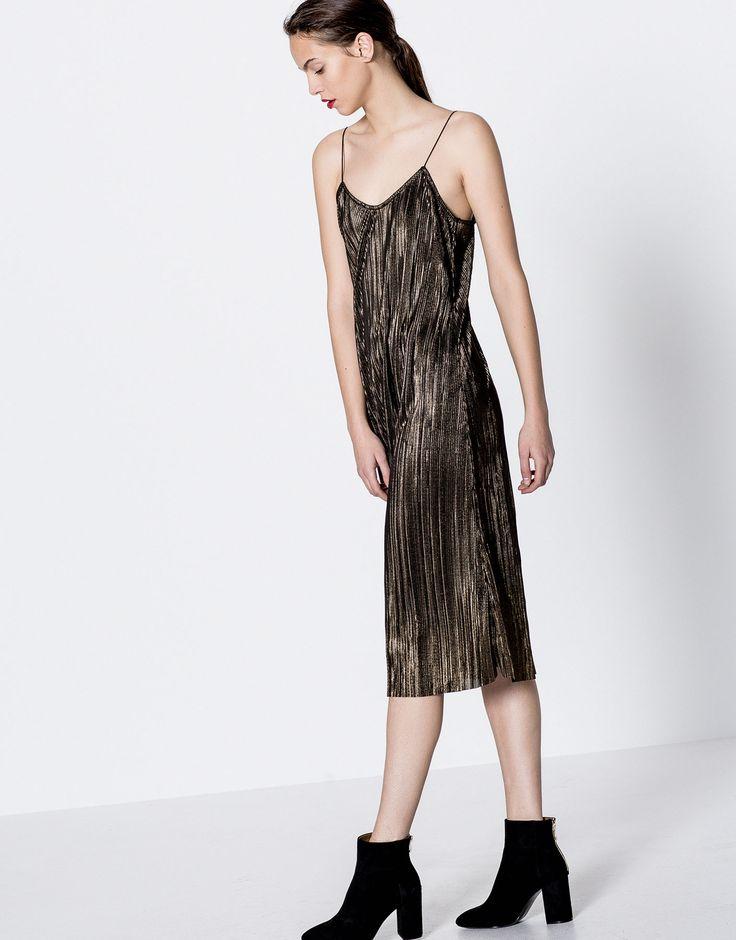 Vestido com brilho plissado - Vestidos - Vestuário - Mulher - PULL&BEAR Portugal
