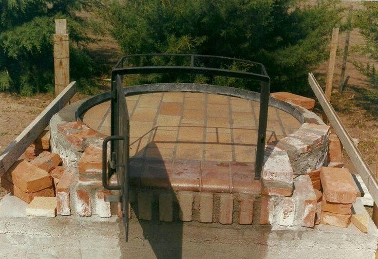 El horno de barro es sin dudas uno de los dispositivos creados por el hombre para cocinar sus alimentos, tan antiguo como la humanidad. En casi todas las culturas existe desde muy antiguo, sin embargo su construcción encierra algunos tips que son...