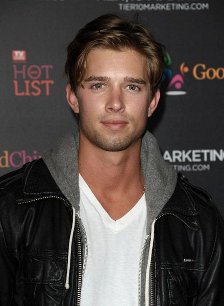 Drew Van Acker.. One of the reasons I love watching pretty little liars