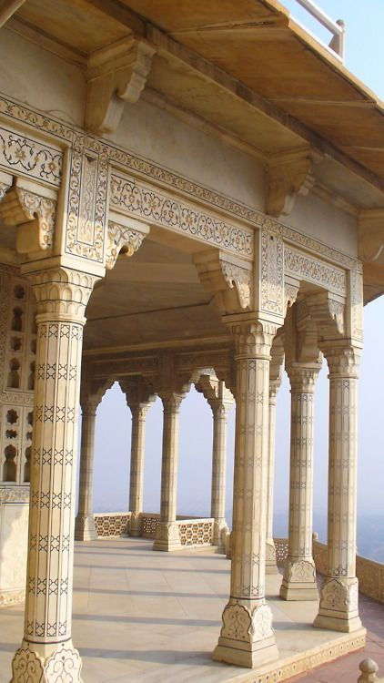 Mughal Architecture, Agra Fort, India. Absolutely gorgeous architecture and probably one of my favorite Mughal sites!
