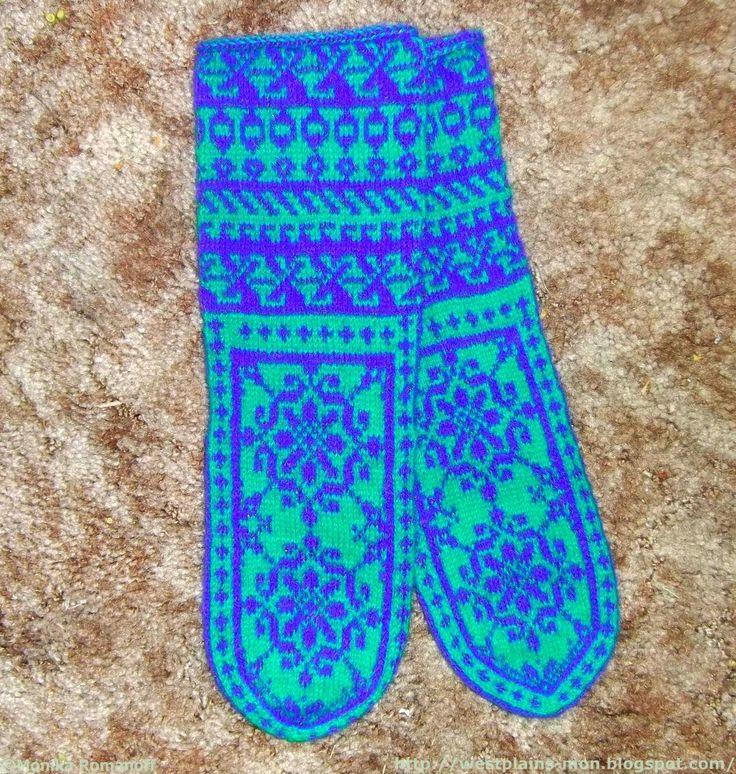 В этих носочках задумывалось пустить еще и третий цвет, такой же яркий, желтый. Очень яркий желтый. Но в последнюю минуту я передумала, не ...