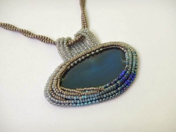 Nacklace with agate, bead embroidery