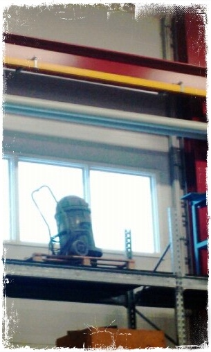 couldn't believe my eyes when I popped in to a R2D2 in a warehouse! XD
