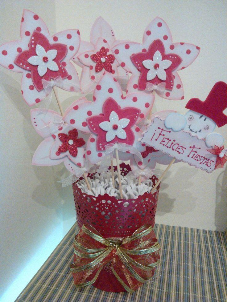 Maceta decorada con flores en goma eva.