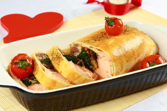 Sprawdzony przepis na Łosoś i sandacz w miłosnym splocie. Wybierz sprawdzony przepis eksperta z wyselekcjonowanej bazy portalu przepisy.pl i ciesz się smakiem doskonałych potraw.