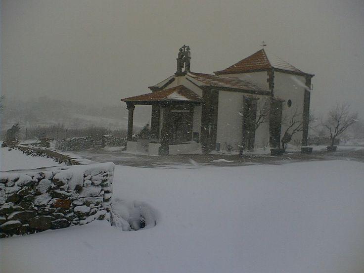 Ermita de la Concepción en un día de nieves. Recuerda que Piornal es el pueblo más alto de Extremadura.