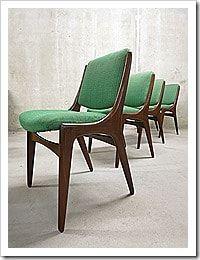 Unieke vintage design eetkamer stoelen met een zeer comfortabele zit. Periode: jaren 50/ 60. Land van herkomst: Denemarken. Ontwerper: onbekend, de vormgeving doet ook denken aan …