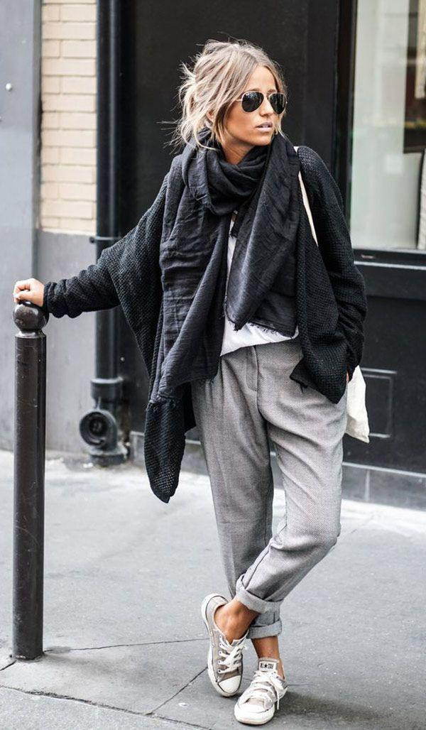 Street style look com calçã moletom camadas e cachecol.