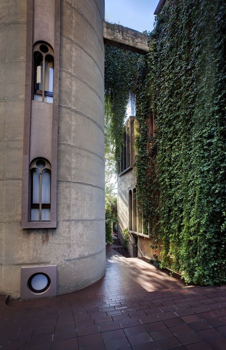 In 1973, Spanish architect Ricardo Bofill purchased a WWI-era cement factory near Barcelona... What He Did With it Will Blow Your Mind - The Home Designer Co.
