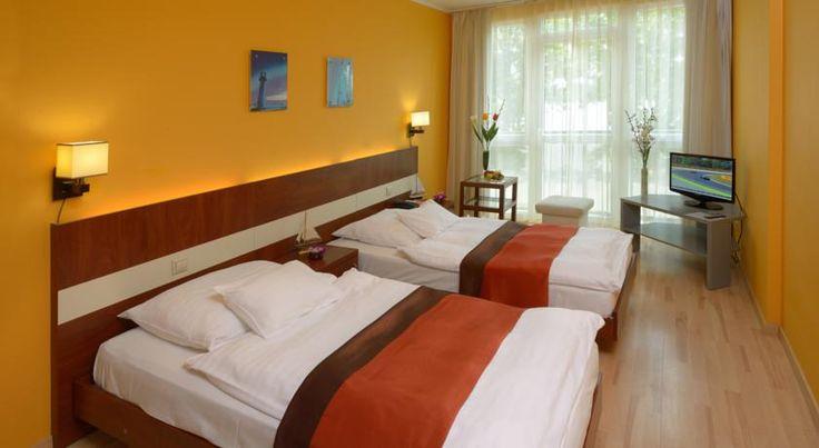 €52,65 Holiday Beach Budapest Wellness Hotel with Sauna Park is het enige hotel in bootvorm van Hongarije, ligt aan de Donau-oever in een groene omgeving en biedt...