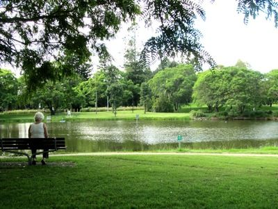 University of Queensland Lakes - walk and visit art museum