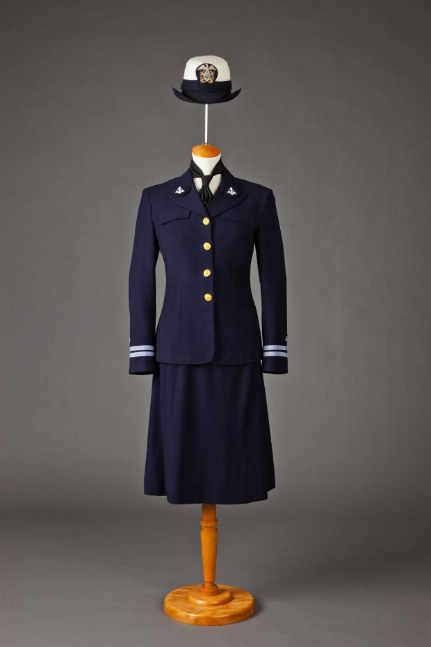 Navy WAVE uniform, 1940-1949. ~Repinned Alexis LaMontagne http ...