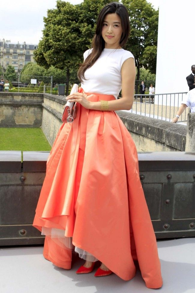 The best of front row at the couture shows. Gianna Jun wearing Christian Dior.