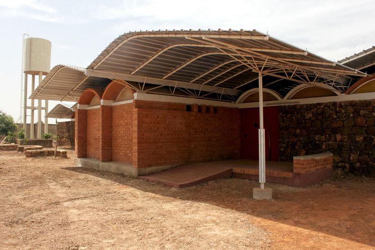 TRANSFER Monograph 01 Desert | Home Kisito, Albert Faus, Burkina Faso, 2015 | © Albert Faus