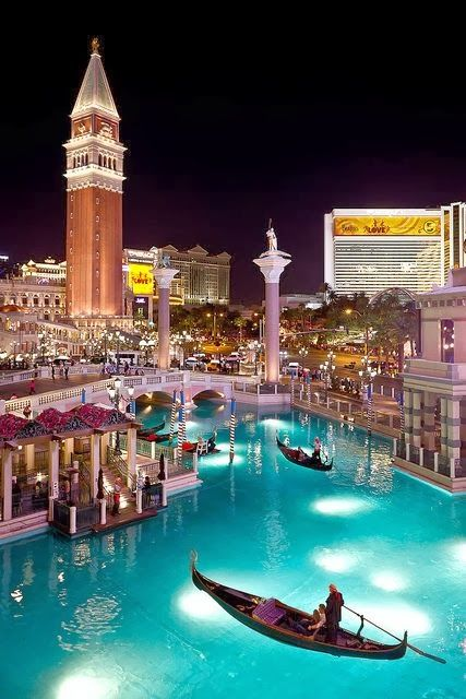 豪華なホテルや観光スポットがありゴージャス気分を味わえる。ラスベガス 旅行・観光の見所。