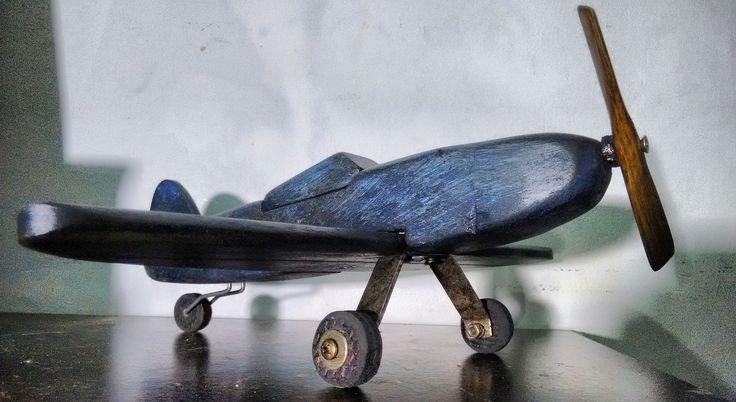 ...avião de madeira reciclada com pintura rústica usando base, tinta e verniz, 30 cm...