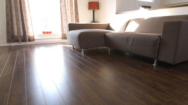 AVANT : Une jolie carpette au sol liera tous les éléments du décor, auquel sera ajouté une touche de couleur pour contrecarrer la froideur du métal.
