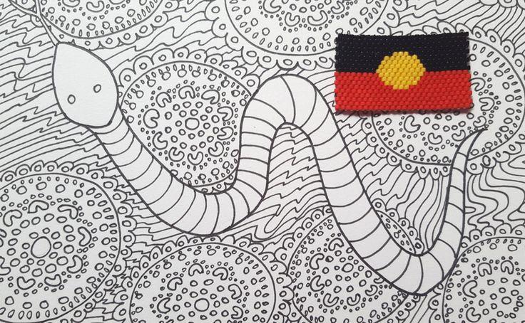 The Australian AboriginalFlag in Miyuki beads, a brick stitch creation inspired by Australia. // Le drapeau aborigène australien en perles Miyuki, une création en brickstitch sur le thème de l'Australie.