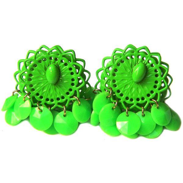Retro Green Mod Earrings Enamel Dangle Clip On 1960s 1970s Vintage... ($26) ❤ liked on Polyvore featuring jewelry, earrings, green dangle earrings, vintage flower earrings, filigree earrings, vintage jewellery and fancy earrings
