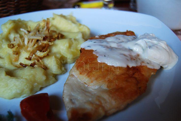Piept de pui umplut cu branza de capra si ardei copt Restaurant Hermania Sibiu