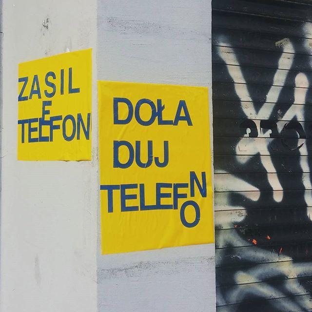 Reklama dzwignia handlu. Typoniewiem co. #typopolo #gdyniamojemiasto #gdynia #3miasto #trojmiasto #igersgdynia #aszeł #design #typografia #telefon #wakacje by aschette