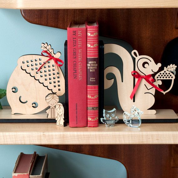 Etsy の Baby Bookends: Bird Raccoon Fox Bunny by graphicspaceswood
