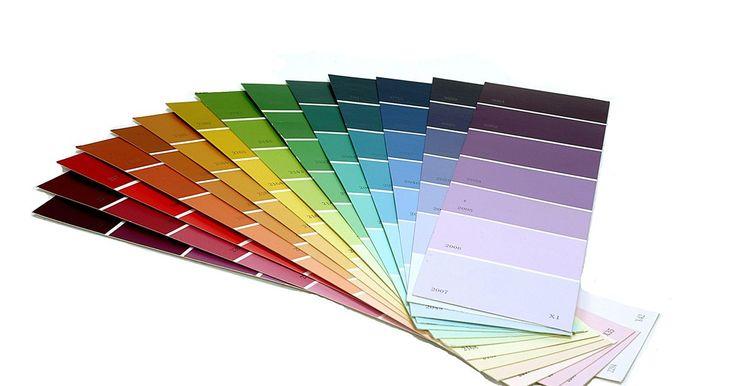 Como pintar paredes em degradê. Uma parede degradê começa com uma cor e gradualmente termina em outra cor. Quando bem pintada, o efeito é gradual e as divisões entre as cores não são evidentes. Quanto mais cores você misturar entre as duas cores principais, mais suave será a mudança. Você pode escolher duas cores parecidas para dar um efeito sutil ou duas cores bem diferentes ...