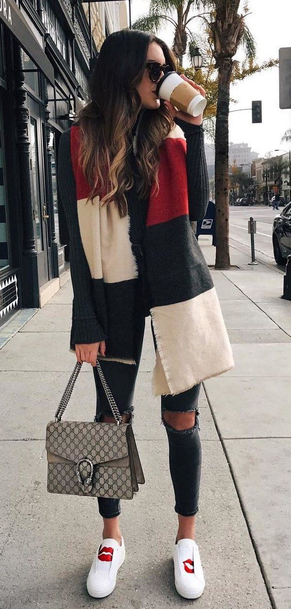 summer outfits  Black Knit + Ripped Skinny Jeans + White Pumps