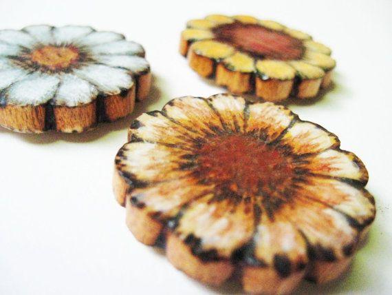 Fiore magneti - legno - pirografia - blu pastello - giallo - bianco - rustico Decor