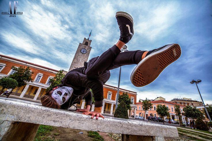 Crazy scary Skull Halloween makeup! Il nostro trucco in stile teschio si aggira per la città di Latina..fate attenzione a noi gioventù Bruciata, stiamo arrivando!