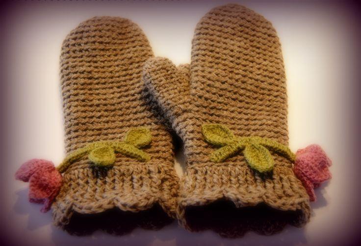 Finn Wool, bell flowers , natural shades of wool