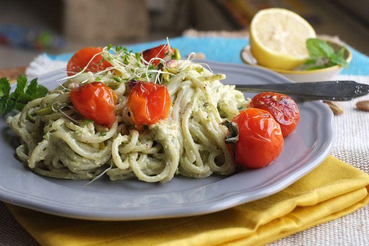 Špagety s avokádovo pistáciovým pestem