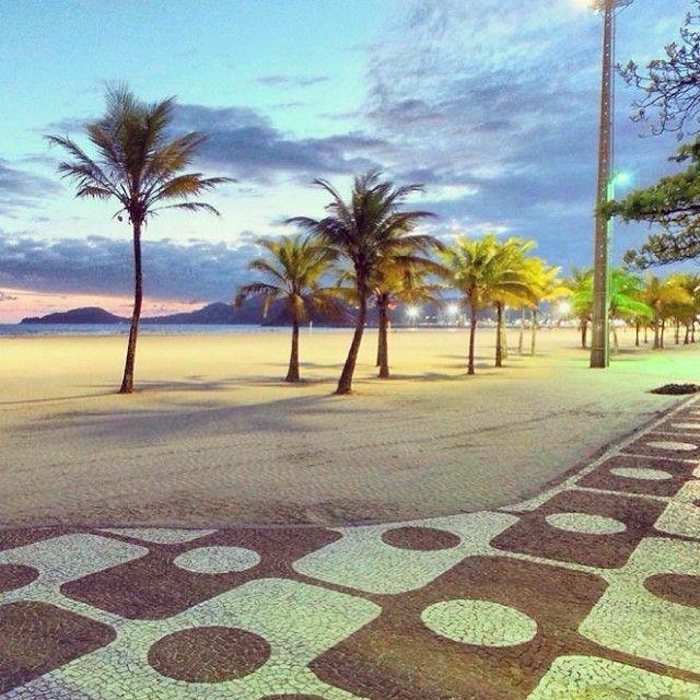 A Pompéia é um bairro da zona leste da cidade de Santos, que dá nome àpraia frente à qual se localiza.   O bairro é eminentemente residencial, apesar de concentrar um bom número de estabelecimentos comerciais (restaurantes, bares, comércio varejista variado, supermercados).   Também abriga numerosos estabelecimentos hoteleiros (pequenos hotéis, pousadas e pensões), confirmando sua vocação turística e a proximidade da praia.   Além disso, é um bairro notavelmente universitário, devido à…