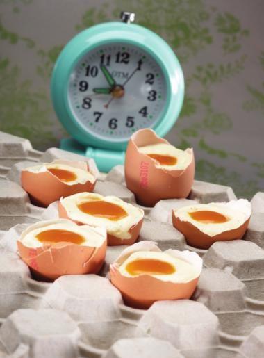 Recept voor eitje van witte chocolademousse en mango | njam!