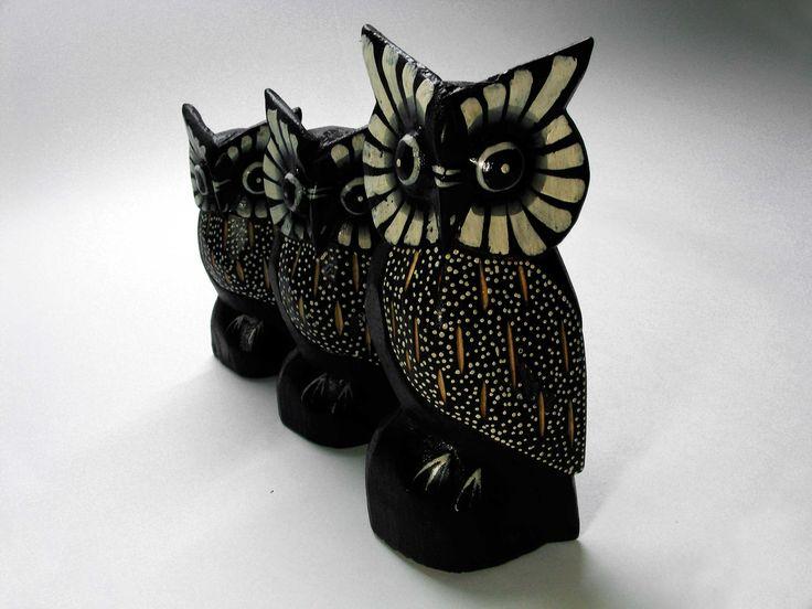 Búhos decorativos fabricados en madera.