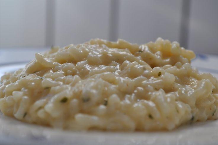 Necesitamos       40 gramos de queso parmesano  30gramosde cebolla  60 gramos de mantequilla  200gramosde arroz para risotto  35gramo...
