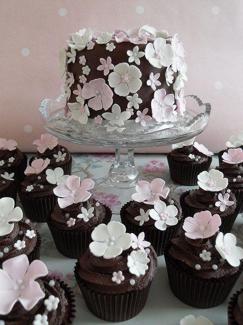 Cherries Blossoms, Chocolates Cake, Cake Flower, Wedding Cupcakes, Chocolates Cupcakes, Flower Cupcakes, Minis Cake, Wedding Cake, Flower Cake