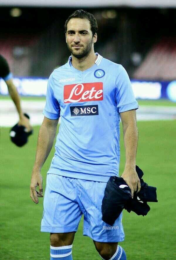 Higuaín with his new team Napoli, Thanks for all the great moments Pipa.