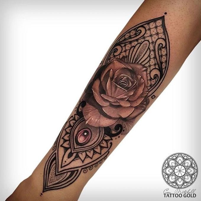 Classic black and gray rose combined with awesome geometrics. Geometric tattoos by Coen Mitchell vary in style, placement and design. #coenmitchell #details #geometric