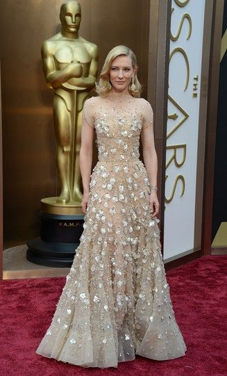 Cate Blanchett looks uh-mazing. The Aussie goddess is in a so-pretty-it-hurts nude, embellished gown and completes the look with old school Hollywood waves and huge chandelier earrings. #Oscars #bestactress